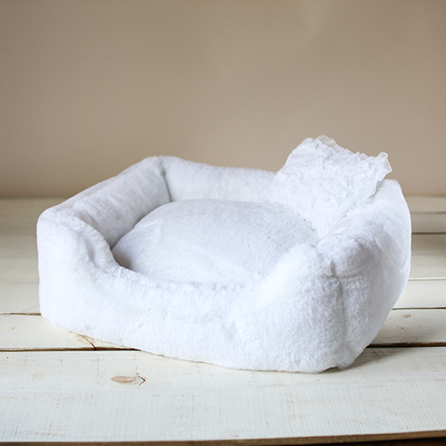 Hello Doggie The Divine Dog Bed, White