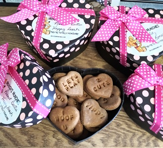 Mooch's Munchies Valentine Cookie Peanut Butter Happy Hearts Flavored Dog Treats, 0.25-lb box